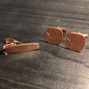 Copper cuff link and tie clip set